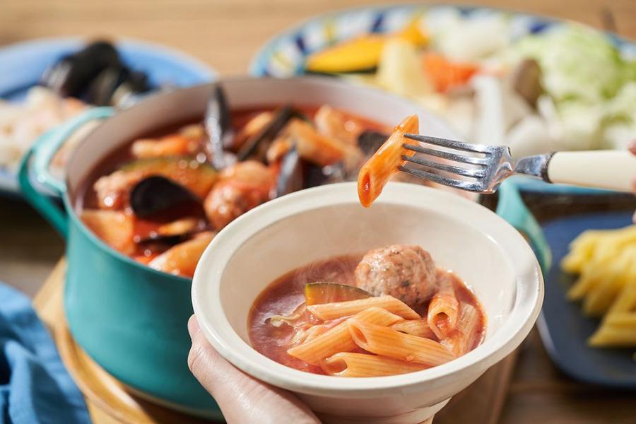 ペスカトーレ鍋のシメにはペンネがついています